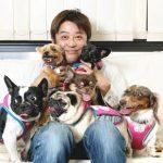 坂上忍犬の死を後悔し12匹と暮らす家を建設、愛犬との暮らしとは?